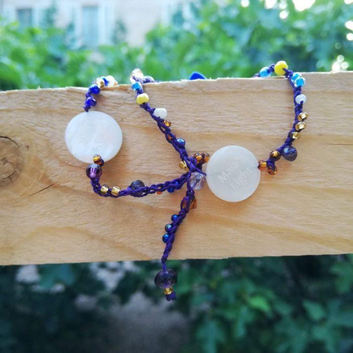 braccialetti cuoio logo madreperla perline giallo blu bianche