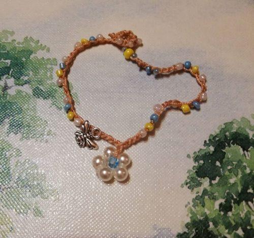 braccialetto fiore bianco e ape